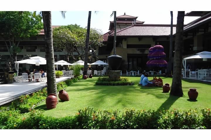 Idyllic spot for breakfast at the Intercontinental Bali